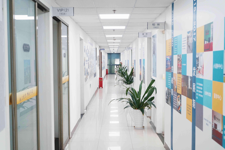 西诺总部走廊照片墙