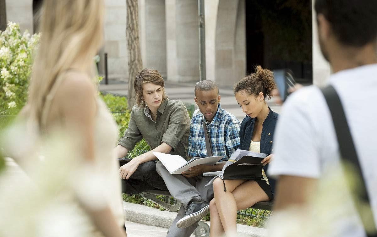高中生去法国留学是好是坏?|新闻高中-西诺教的张子萱行业哪个图片